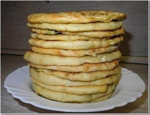 Фото к рецепту: Домашние хачапури или просто лепёшки с сыром