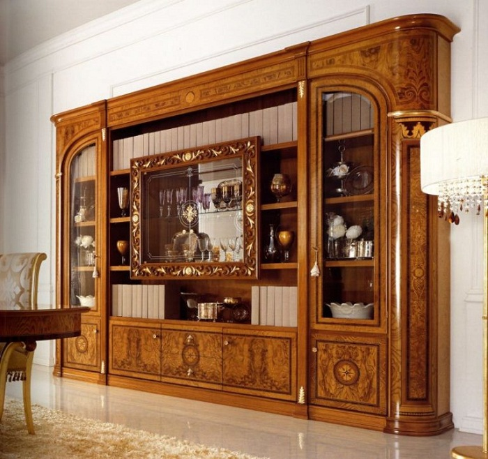 Роскошная встроенная мебельная стенка.
