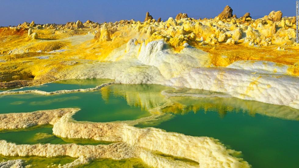 15 самых ярких цветных пейзажей мира