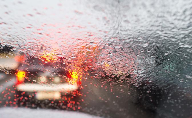Почему потеют стекла в машине и как с этим бороться