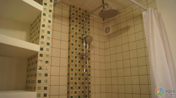 Ремонт ванной комнаты, маленький совмещенный санузел с душевой