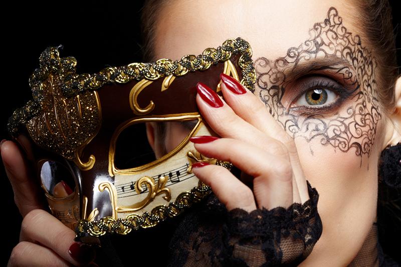 Почему многие женщины, мечтая о честной любви, начинают с обмана?