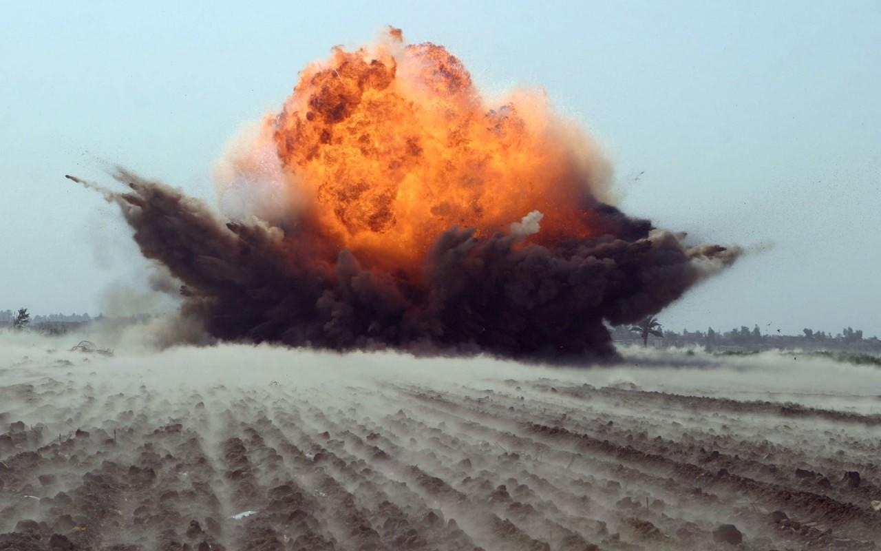 МОЛНИЯ: Мощный взрыв увоенн…