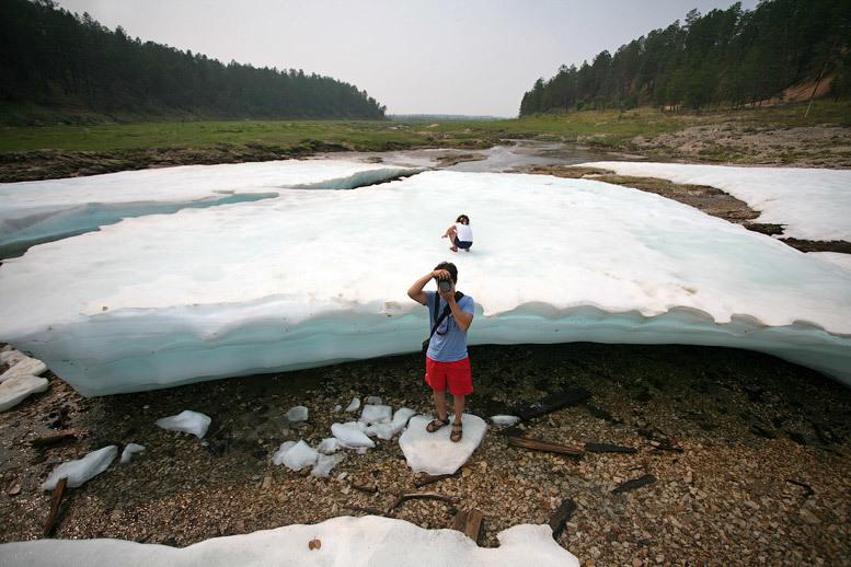 Снег даже в +35°С: пляж Булуус, где лед не тает уже тысячи лет