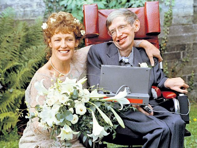 Стивен Хокинг умер ещё 30 лет назад