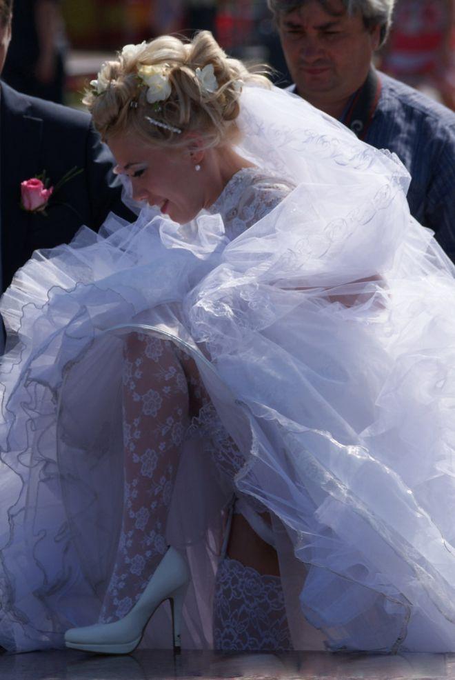 Свадебные наряды подвели этих невест в самый ответственный момент позитив,смешные картинки,юмор