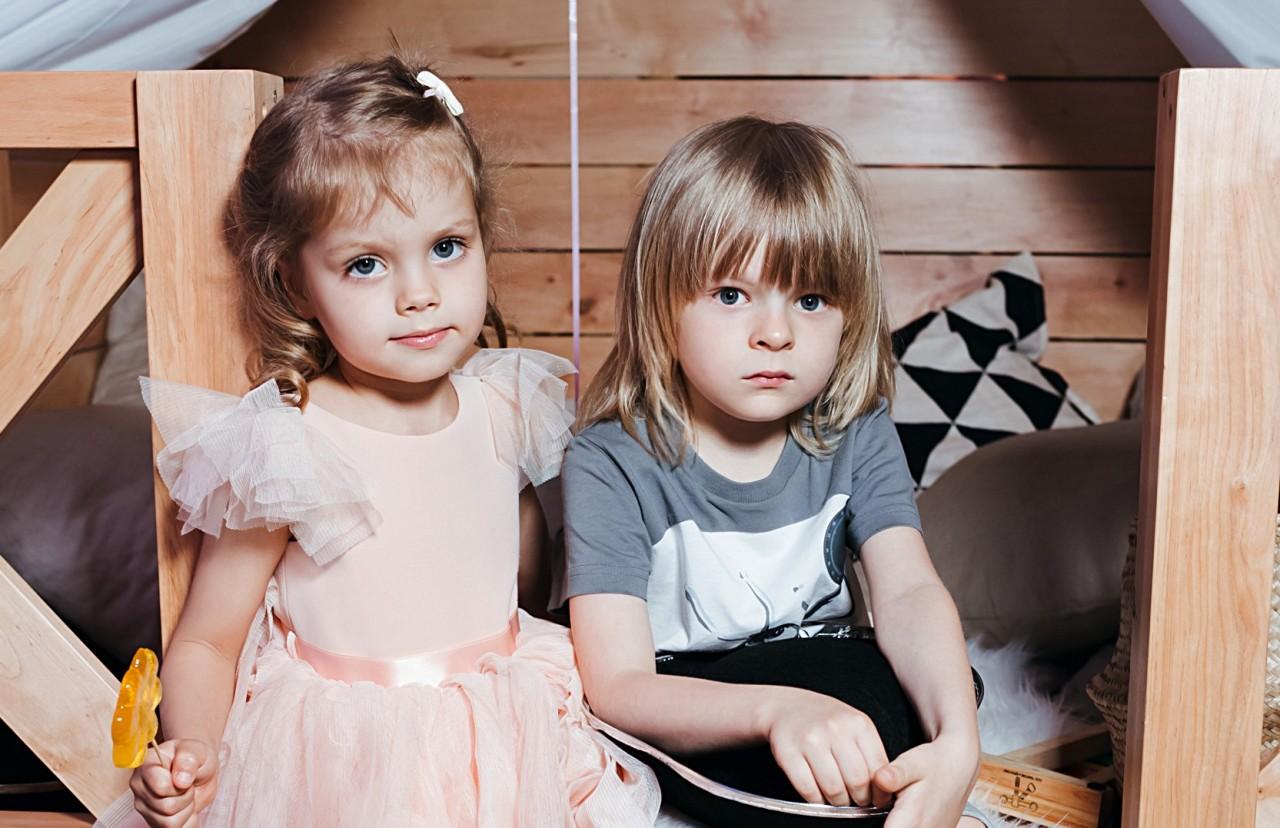 5-летний Саша Плющенко не отходил от очаровательной дочки Елены Перминовой на детской вечеринке