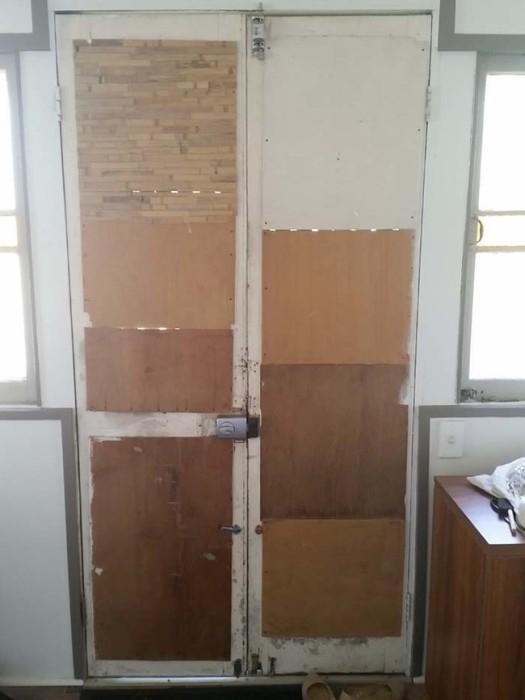 Входная дверь в средневековом стиле (12 фото)
