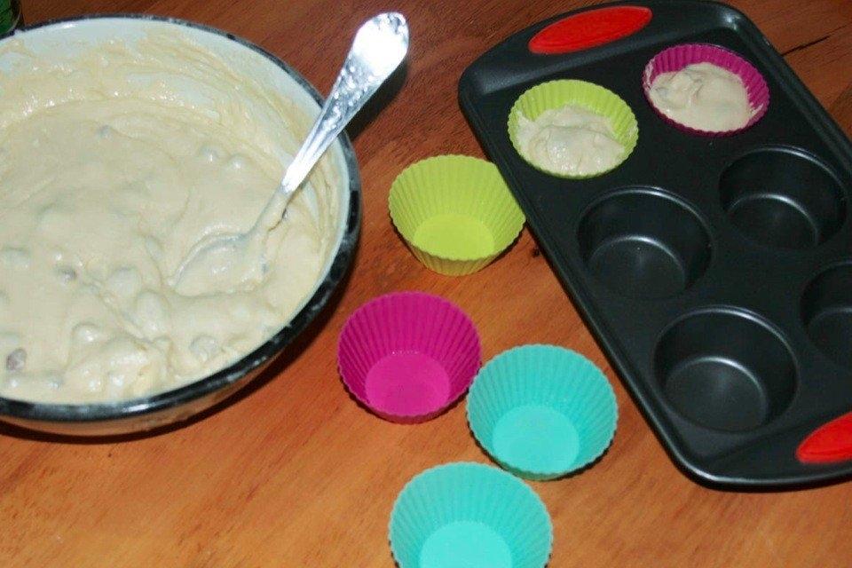 Фото к рецепту: Творожные кексы с изюмом