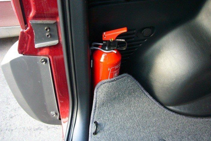 Закончился срок годности автомобильного огнетушителя? Не спешите выбрасывать!