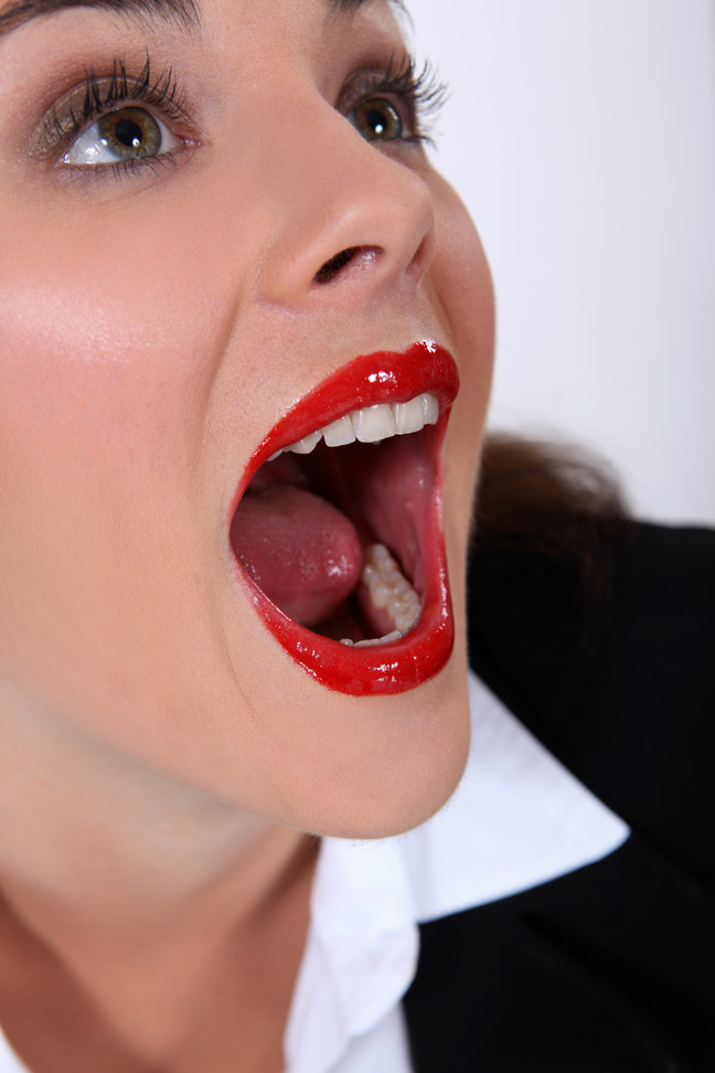 Они кончили ей в рот нравится!!!!!!!!!