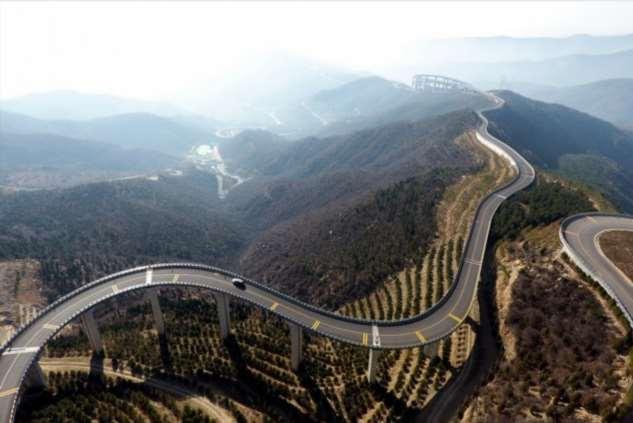 Вне законов физики — в Китае построили небесную дорогу