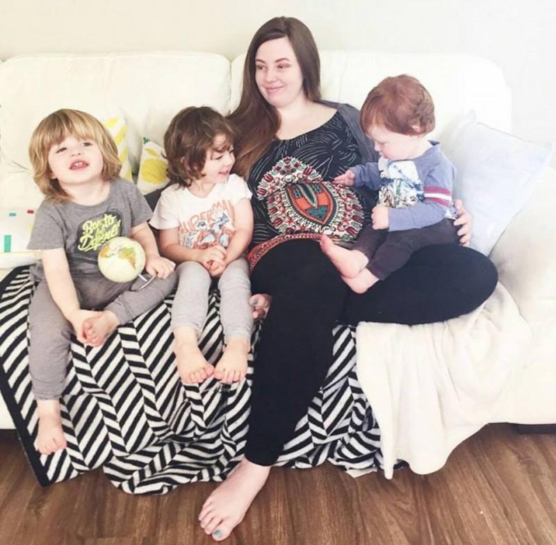 Мама не может дождаться 4 малыша. Но ее живот вдруг начинает взрываться!
