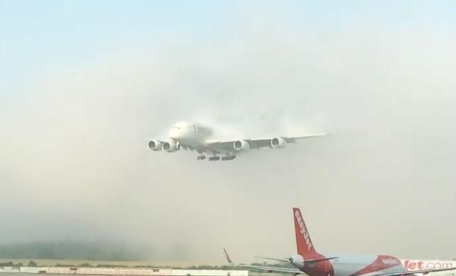 Самолет вышел из облака в 10 метрах от земли: мастерство пилотов Культура