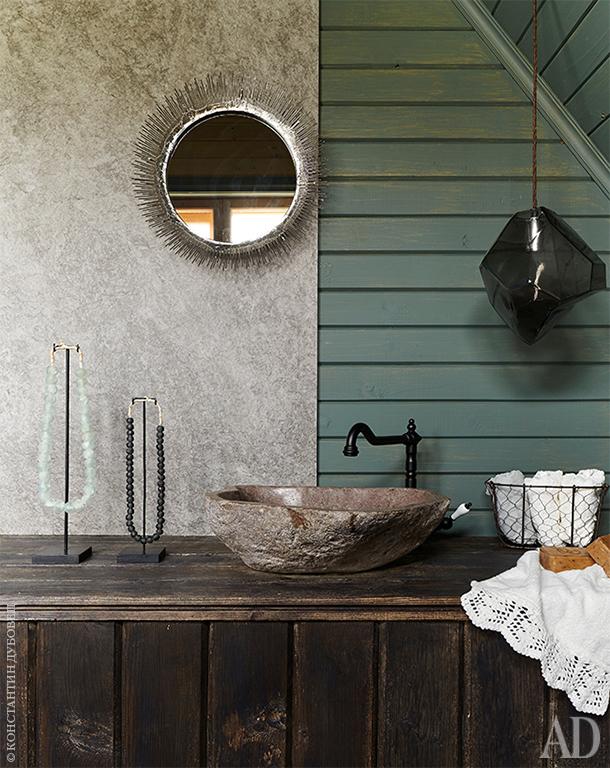 Ванная комната. Раковина и светильник, Loft Design; подстолье под раковиной — старые амбарные доски; зеркало, Crate and Barrel.