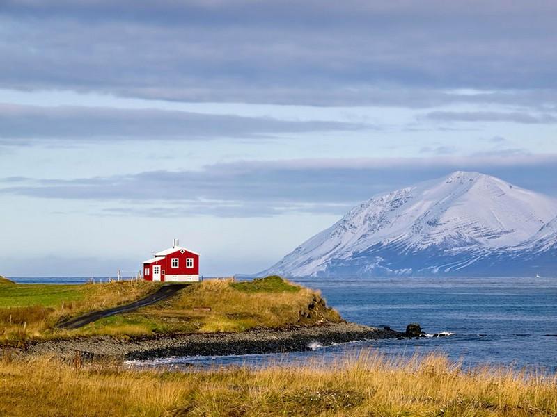 12. Маленький красный дом. Исландия.