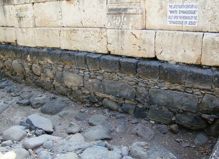 Более древняя кладка на месте Белой Синагоги в городе Капернаум
