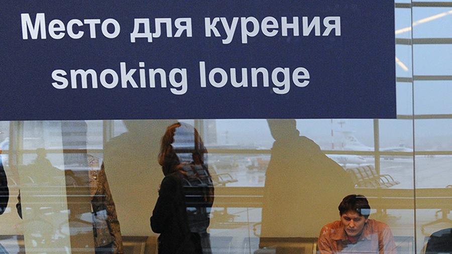 С паршивой овцы: Депутаты мечтают сделать курилки в аэропортах платными депутаты,общество,россияне