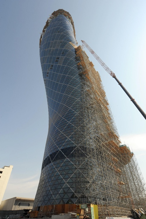 capital_gate_abu_dhabi_construction03.jpg