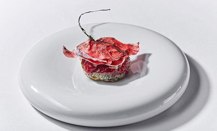 """Готовим в пост: рецепт веганского пирожного """"Мак"""" с мороженым со вкусом иван-чая и вареньем"""