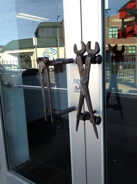 оригинальные дверные ручки из инструментов