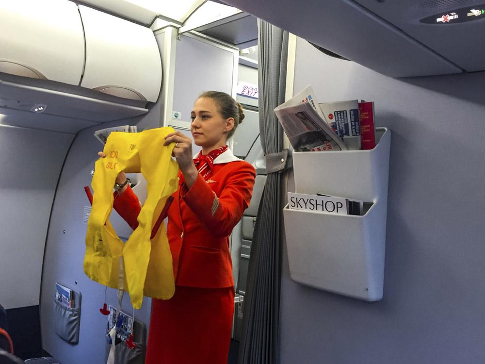 Стюардессы анонимно рассказали, что они думают о своей работе и пассажирах