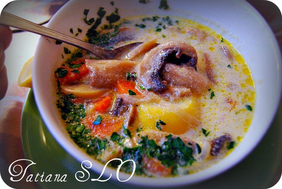 Грибной суп из шампиньонов, кукурузной муки с лимоном. Фото-рецепт.