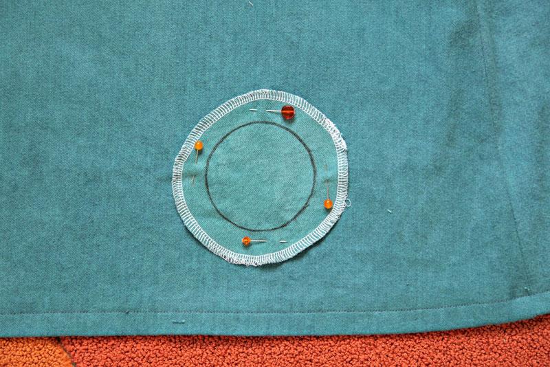 Как сделать декоративные круглые вставки на платье
