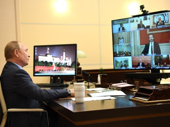 На встрече с деятелями культуры Путину рассказали о педофиле Карлсоне