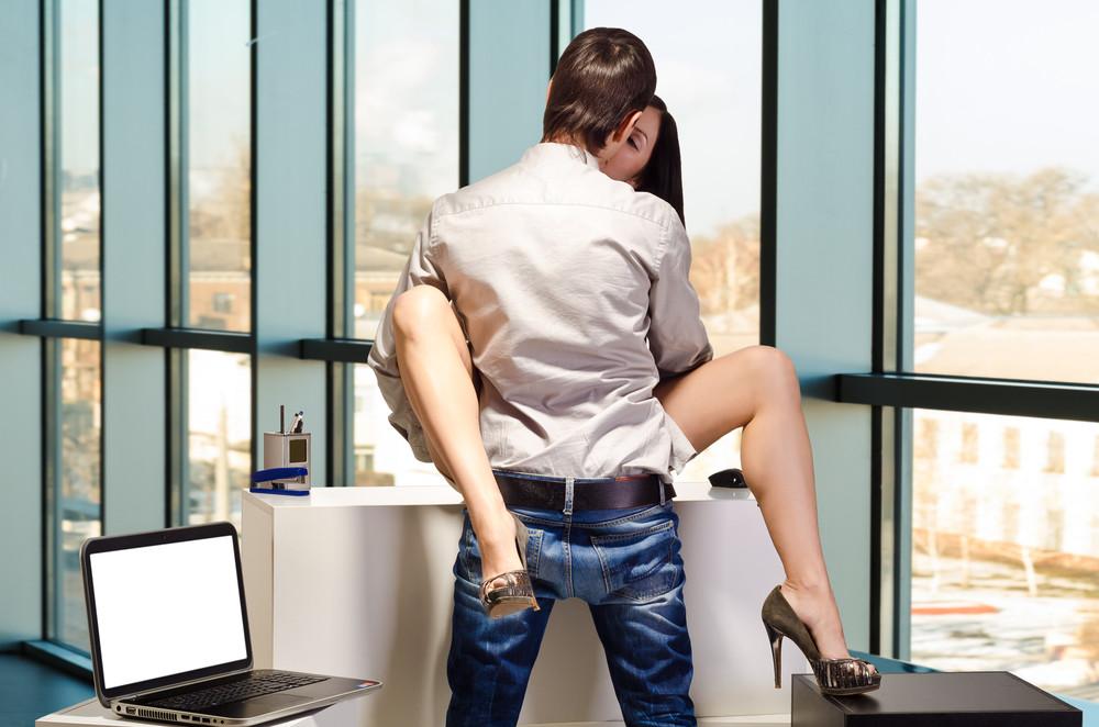 Отодрал быстро на столе, порно на айфон нокия