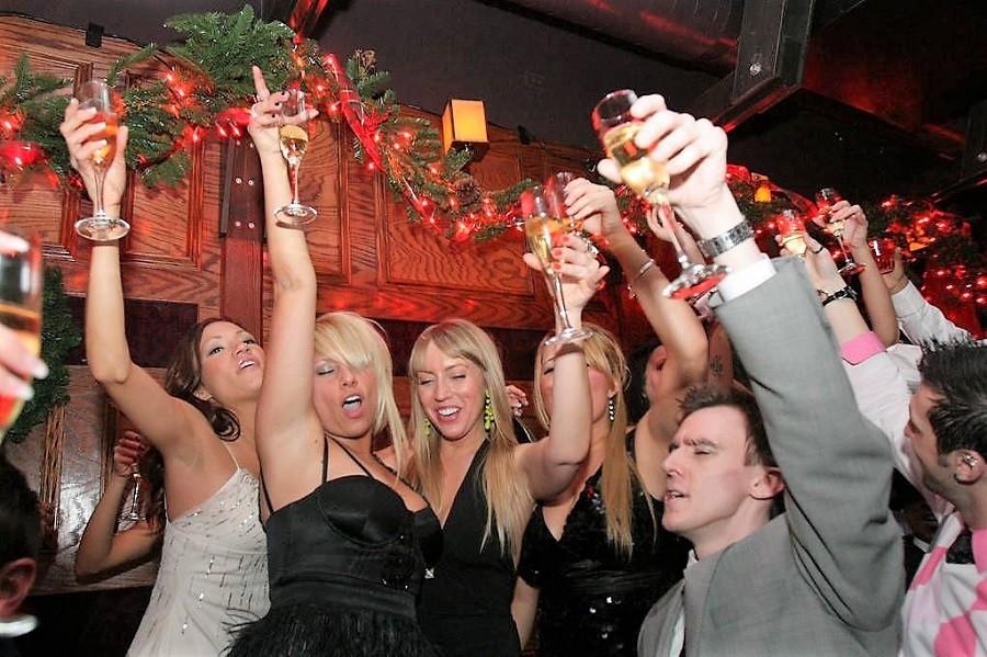 Новогодний пляскотряс, или пьяные женщины страшная сила