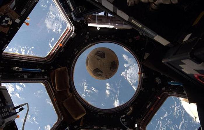 История футбольного мяча, побывавшего в космосе