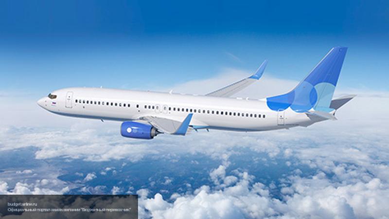 Самолет с 118 пассажирами ве…