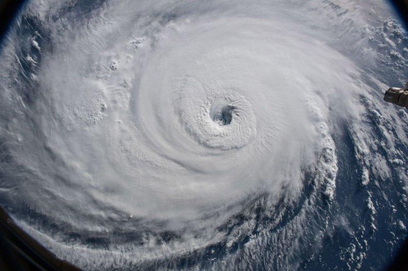 Снимки урагана из космоса сделаны с Международной космической станции 12 сентября 2018. Фото NASA. nasa, космос, мкс, природа, стихия, ураган, фото, фотографии