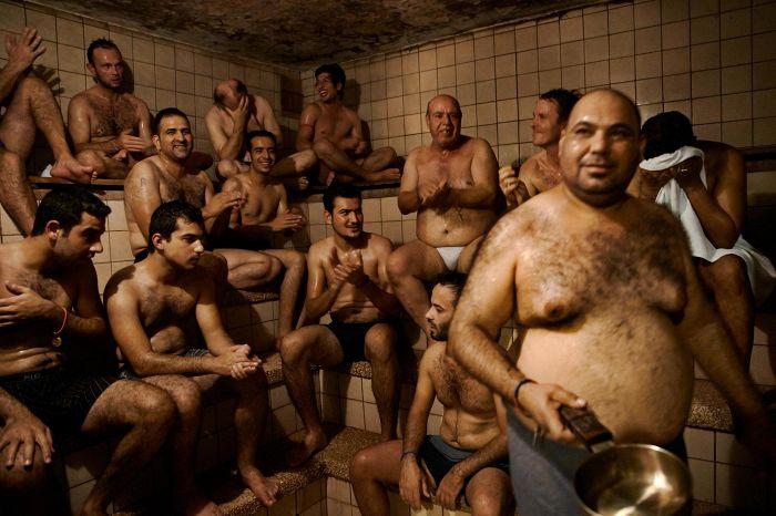 Для вирт мужики в бане моются онлайн нюхает ножки видео