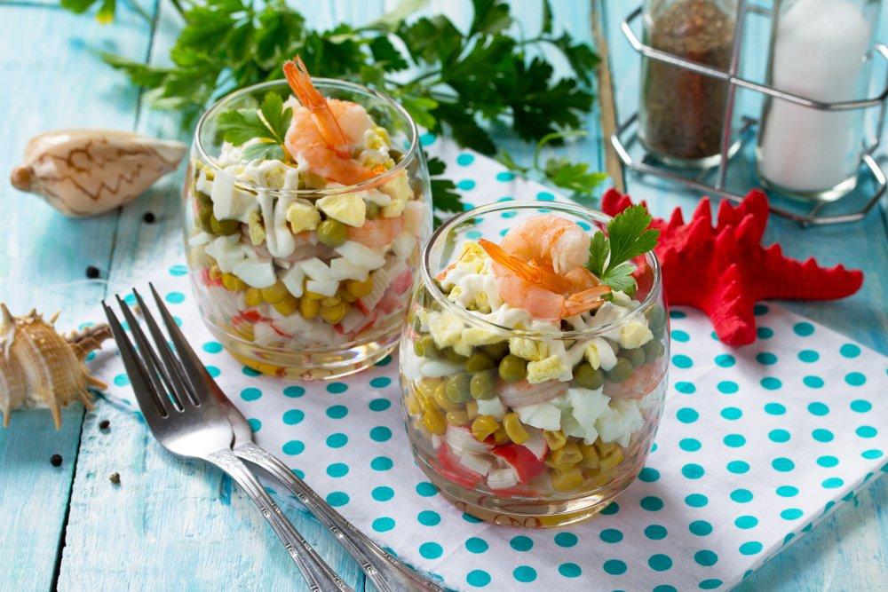 Салат из яиц и крабовых палочек