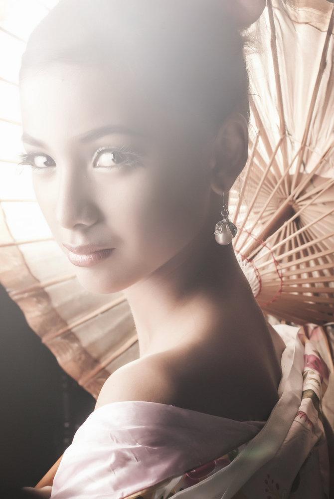 Женские портреты от Oroku Saki Chongbit