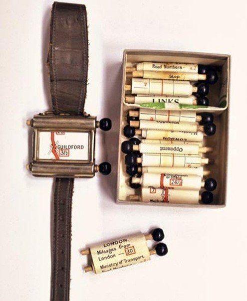 Первый навигатор появился в 1920 году. Похожи на часы, в комплекте с картами. Крутить их нужно было вручную история, картинки, фото