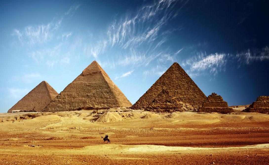 Мощная религия Поклонение египетским богам можно считать самой мощной религией в мире — в прошлом, разумеется. Египтяне чтили своих божеств более трех тысяч лет. Буддизму, для сравнения, всего 2 500 лет, а христианству — 2 000.