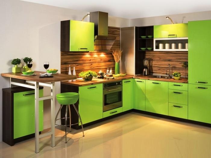 Ярко-зелёная кухня.