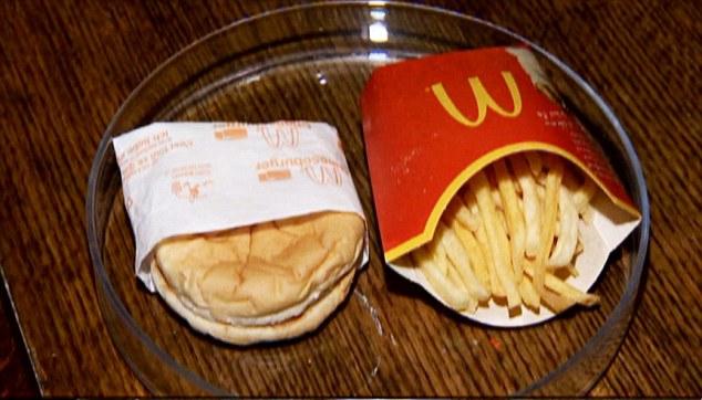 Шестилетний бургер и картофель фри из McDonald's McDonald's, бургер, еда, фри