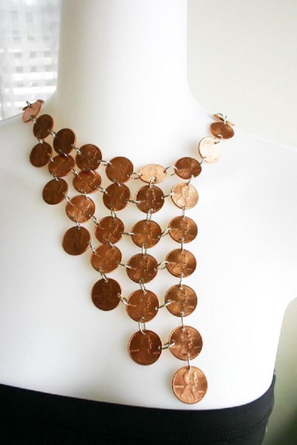 Вариант ожерелья из монет со сложным плетением. Здорово смотреться будет с платьем в африканском стиле! дизайн, креатив, монета, украшение