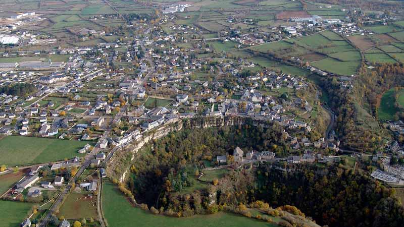 Где находится город над пропастью Бозульская дыра более, который, вокруг, пункт, Бозуль, которые, улице, очень, Bozouls, ТрудеБозуль, населенный, самых, является, Франции, туристов, напоминает, спокойно, будто, прямо, можно