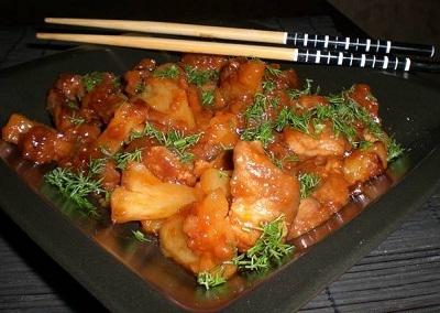 Гу Лао Жоу- мясо с ананасами в кисло-сладком соусе