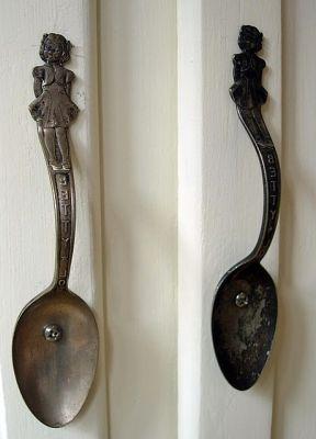 необычные дверные ручки из ложек