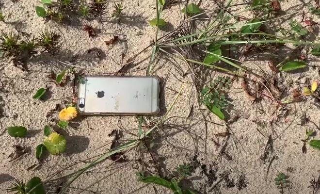 Мужчина снимал вид и уронил айфон с самолета: камера не выключилась и записала путь до земли Культура