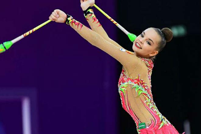 Стройная российская гимнастка показывает потрясающую гибкость культура