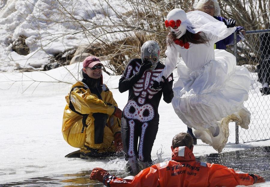 Ежегодно в Нидерланде, США, проходят Дни замороженного мертвеца