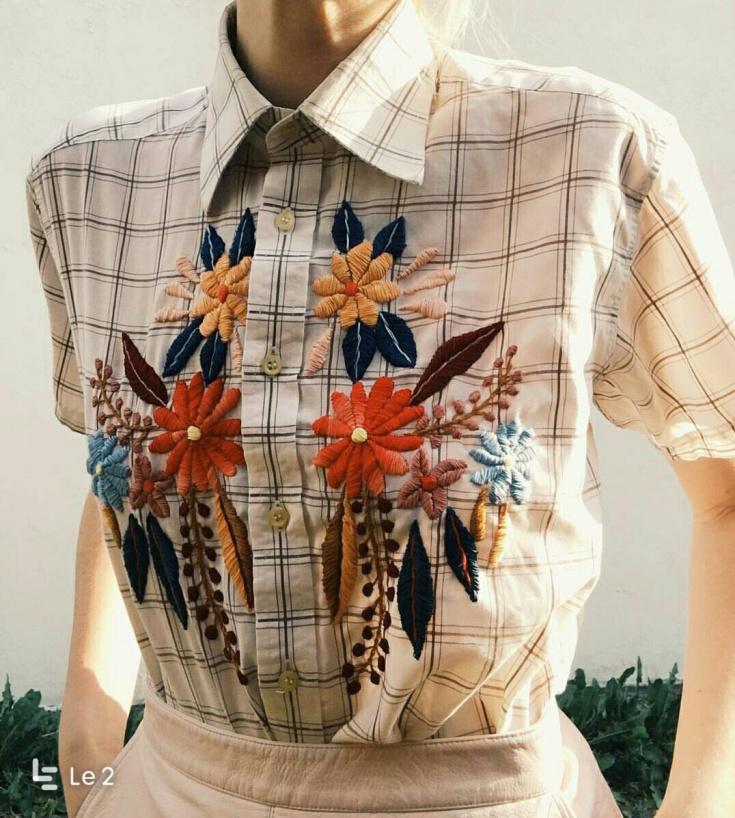 Вышитая клетчатая блузка
