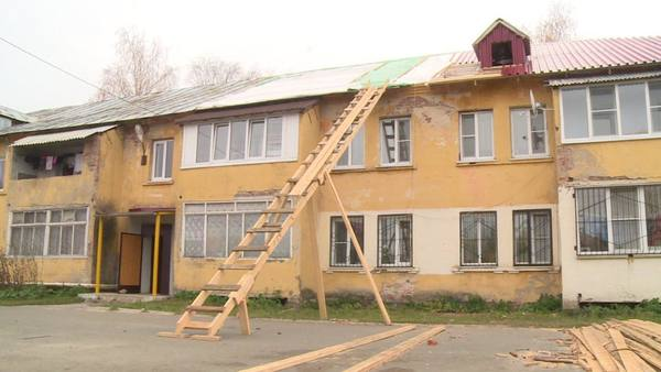 Жители нескольких домов в Рошале рискуют остаться зимой без крыши над головой